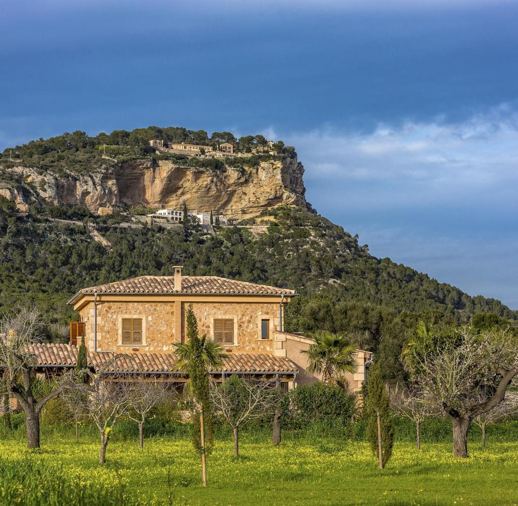Ein Traum: Finca bei Llucmajor / Mallorca am Fuße des Tafelbergs