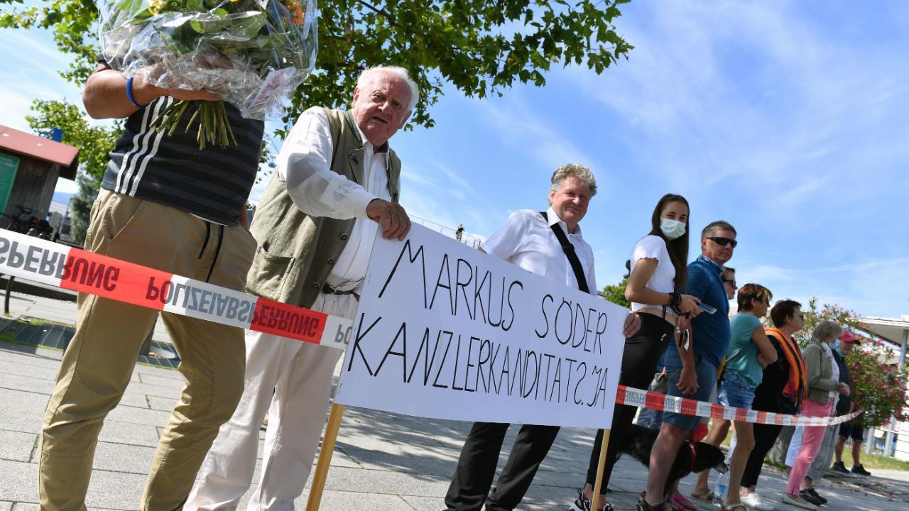 """Söder-Fans mit einer unzweideutigen Botschaft: """"Markus Söder Kanzlerkandidat? Ja"""""""