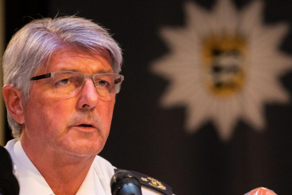 Reinhard Renter, Polizeichef von Offenburg, spricht auf der Pressekonferenz über den Stand der Ermittlungen.
