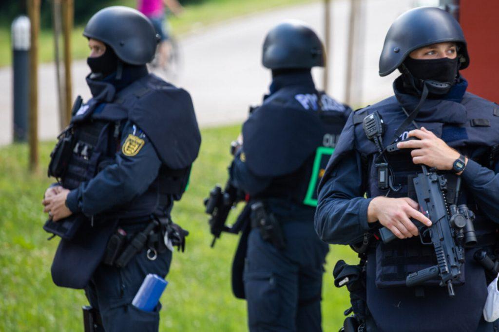 Polizisten bedroht und entwaffnet: Die Suche in Oppenau geht weiter