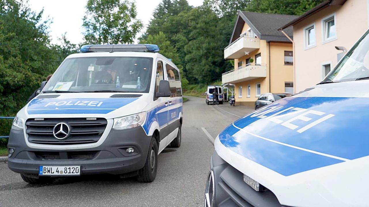 Die Polizei hat den Einsatzort abgeriegelt