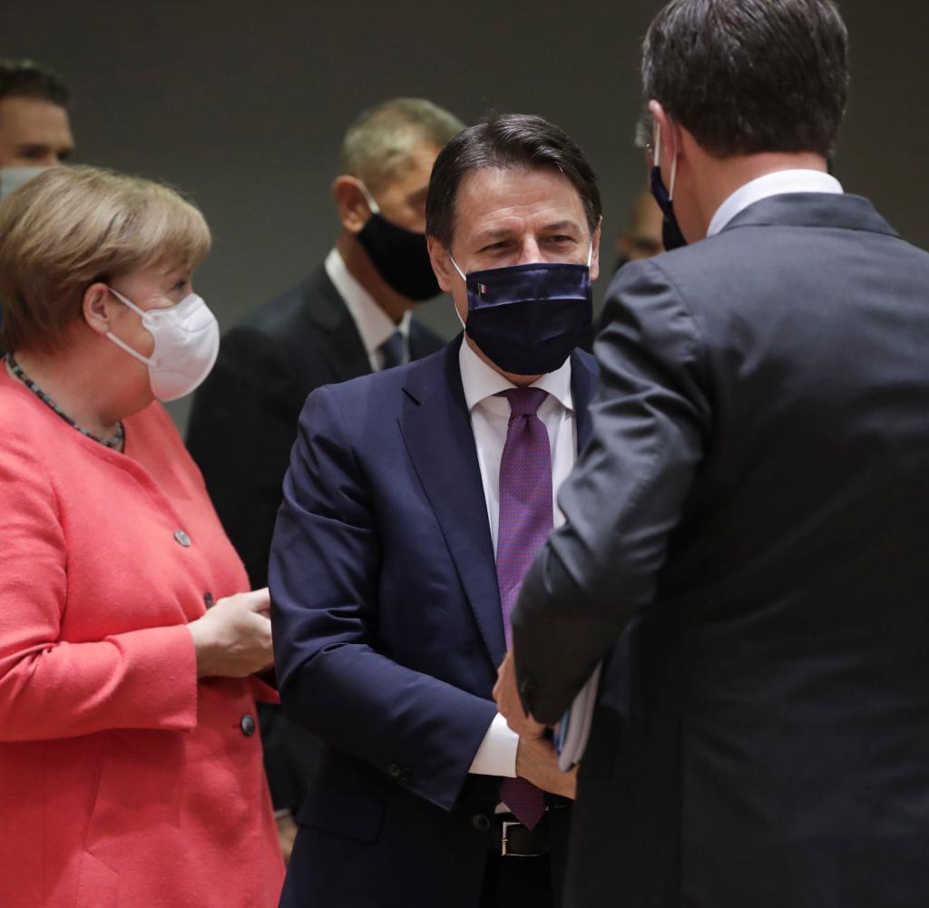 Bundeskanzlerin Angela Merkel in Brüssel mit dem italienischen Ministerpräsidenten Giuseppe Conte (Mitte) und dem niederländischen Ministerpräsidenten Mark Rutte
