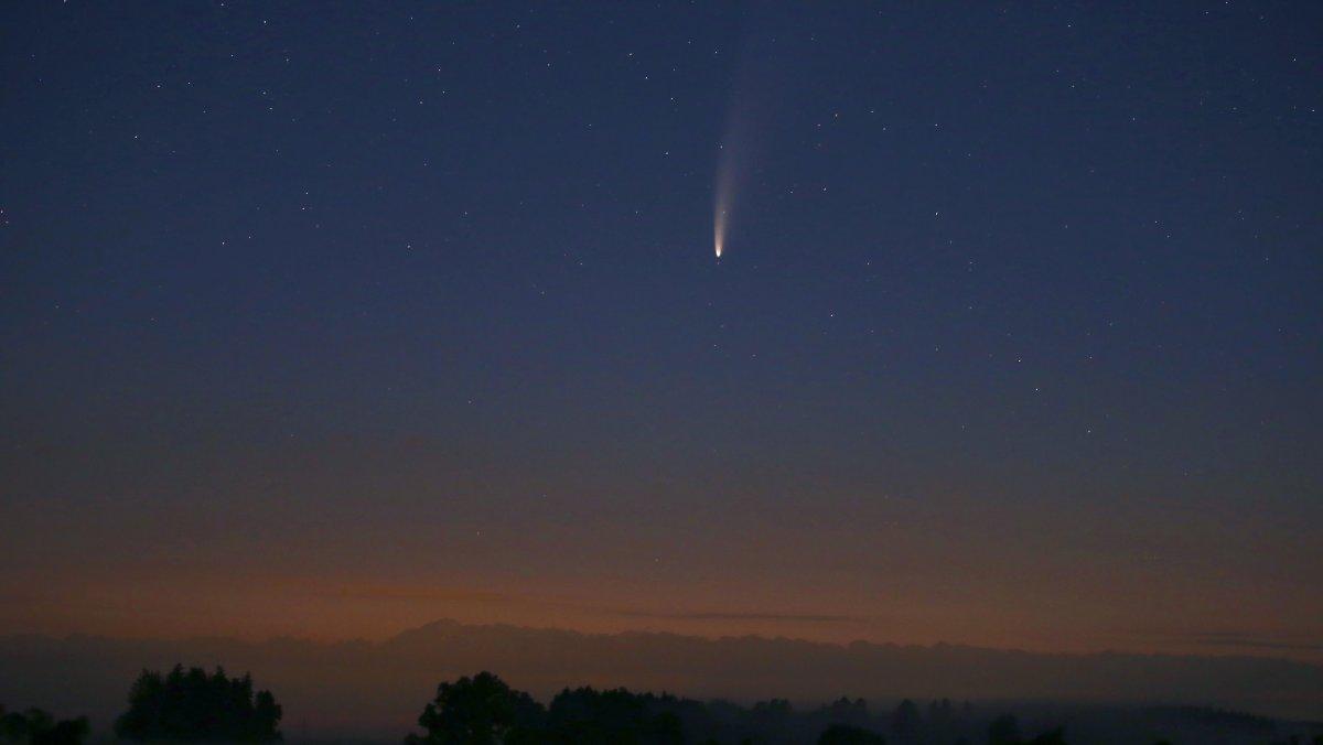 "Heller Lichtstreifen am Horizont: Komet ""Neowise"" heute perfekt erkennbar"