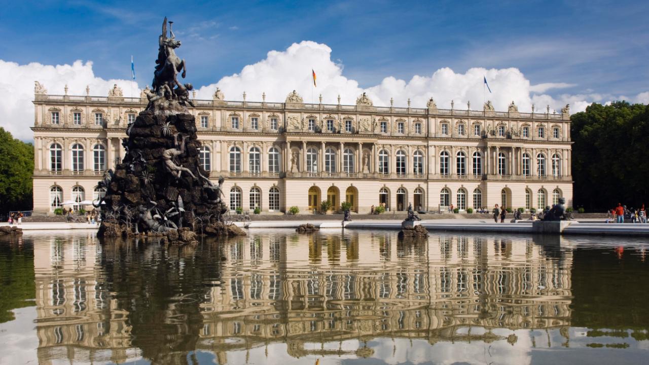 Eine malerische Kulisse für den Kanzlerin-Empfang: Das Schloss Herrenchiemsee