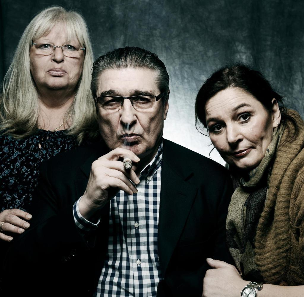 Gruppenfoto mit Frauen: Rudi Assauer inmitten seiner alten Sekretärin Sabine Söldner (links) und Tochter Bettina Michel