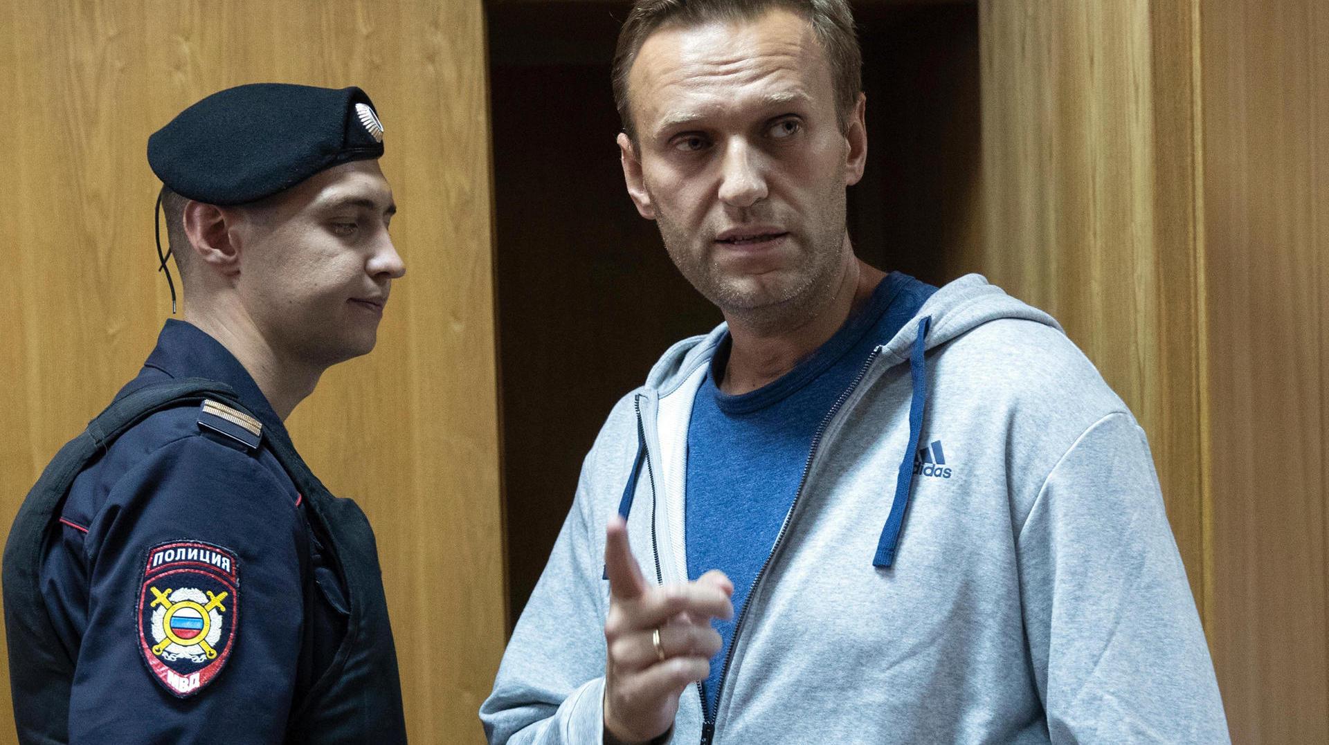 Alexej Navalny soll vor einer möglichen Vergiftung beobachtet worden sein
