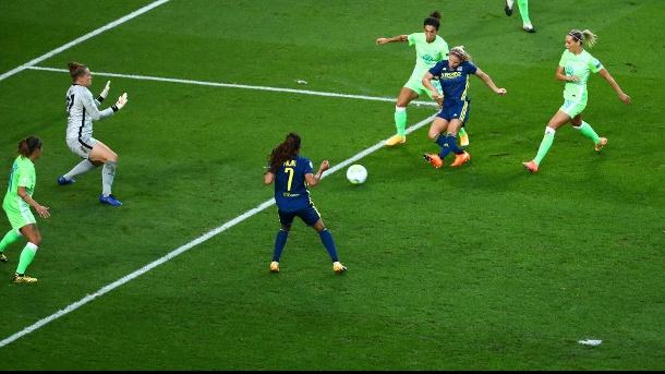 Das 0: 1: Le Sommer trifft gegen Wolfsburger Torhüter Abt. (Quelle: Reuters)
