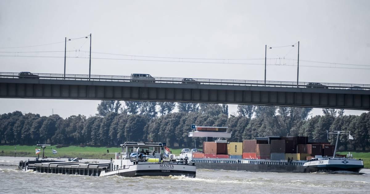 Düsseldorf: Südbrücke geschlossen - Mann droht zu springen