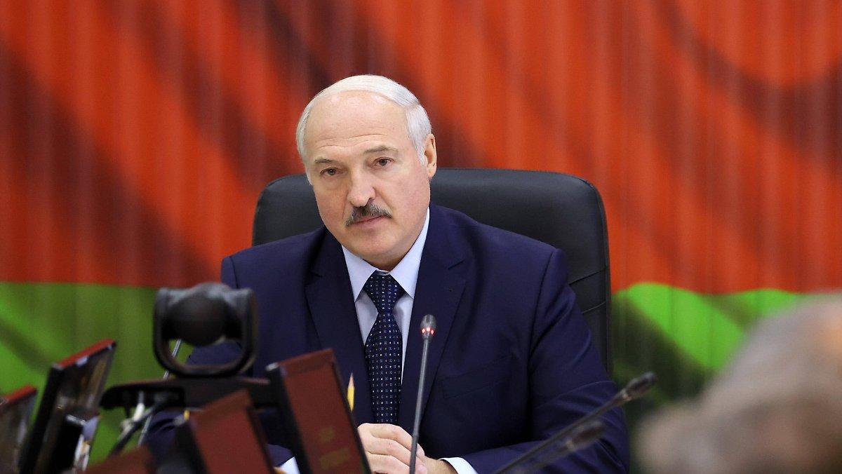 Verwirrung über Putins Anruf: Lukaschenko will Soldaten an die Westgrenze bringen