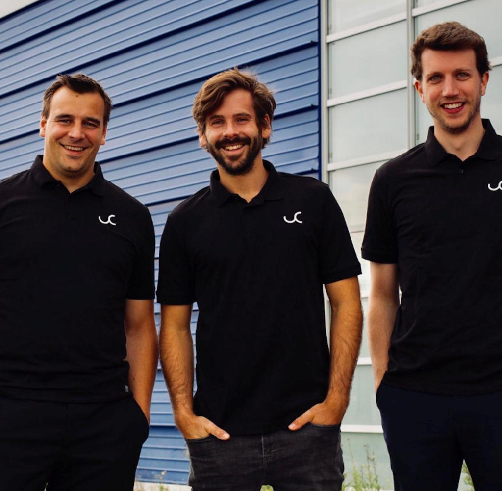 Stefan Permien (links) ist Chemiker, Marius Strack (rechts) Ingenieur. Beide gründeten Univercell im Jahr 2019. Julian Schildknecht (Mitte) unterstützt sie im Verkaufsbereich
