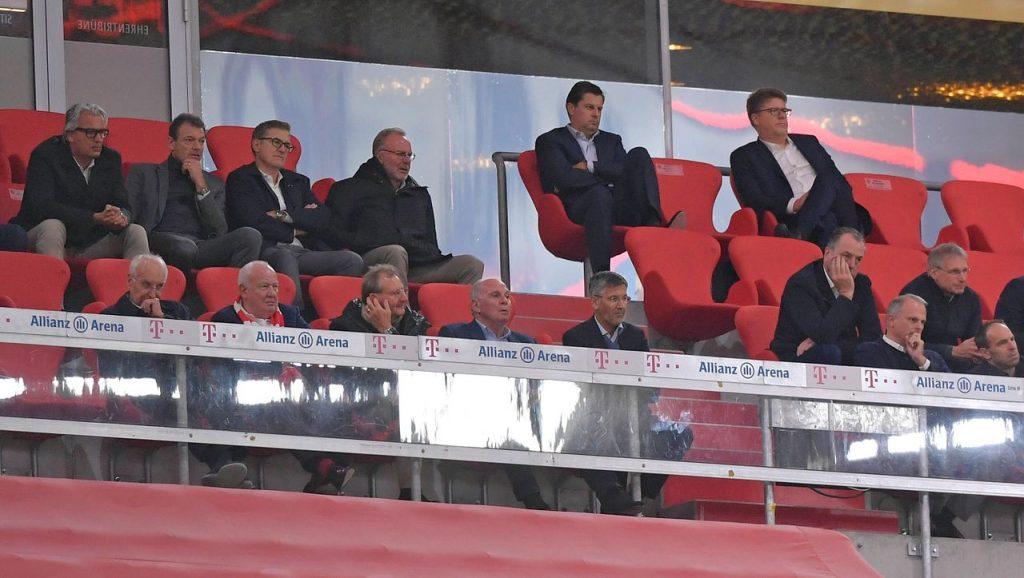 Bundesliga: Gesundheitsminister Huml tadelt die Führung des FC Bayern München