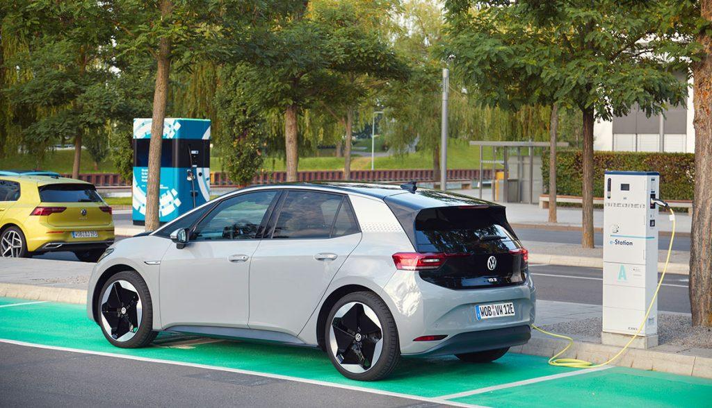 """VW Marketingleiter: Tesla """"eine Nischenmarke für Millionäre"""""""