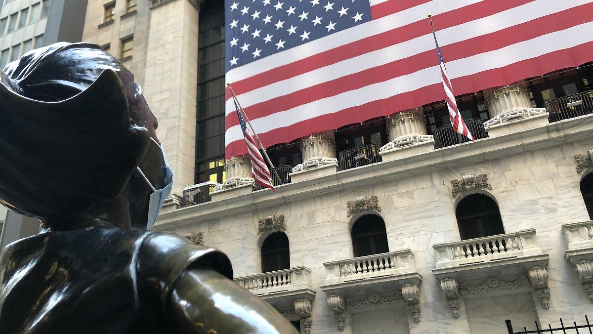 Wall Street in zwei Hälften geteilt: Kreuzungen fahren Apple und Tesla