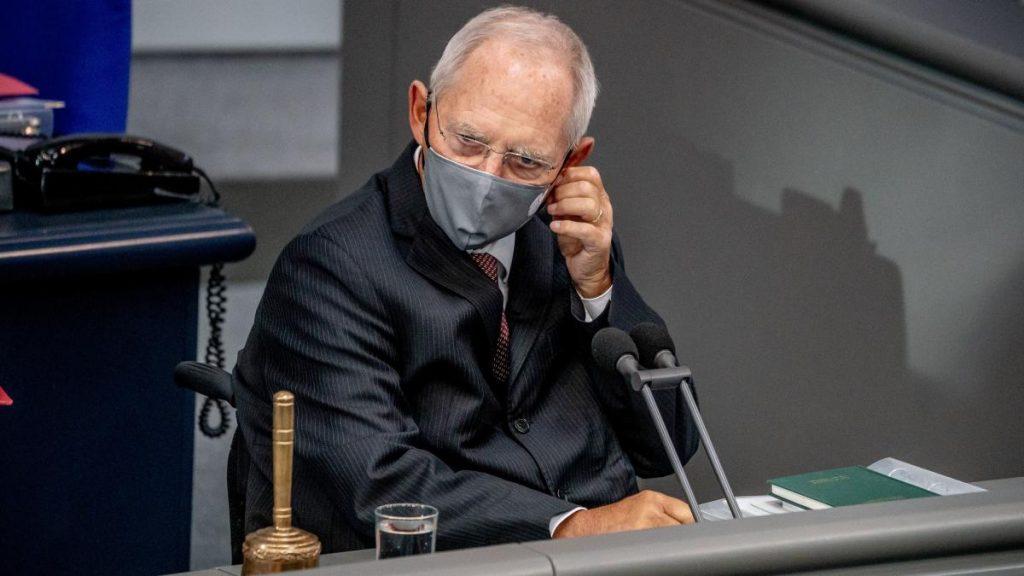 Corona: Wolfgang Schäuble besteht darauf, eine Maske tragen zu können