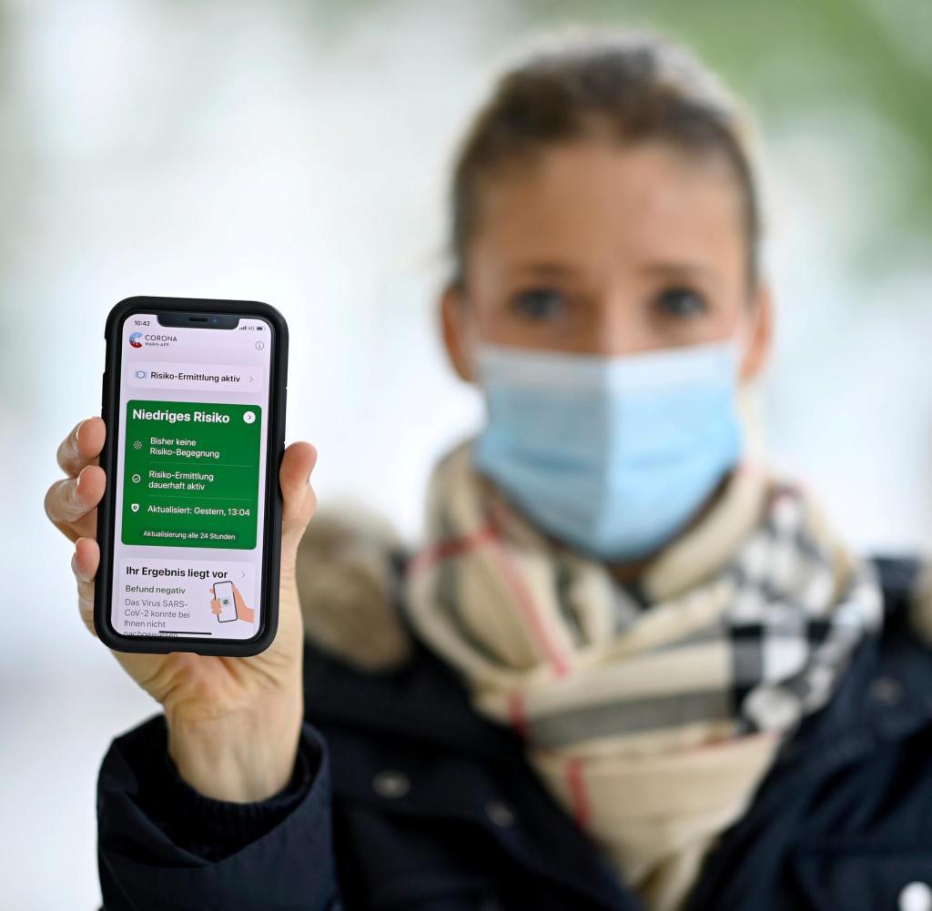 Kontakt mit einer mit Korona infizierten Person und immer noch geringes Risiko - wie funktioniert das?  Viele Benutzer sind durch die Meldung der Corona-Warn-App verunsichert