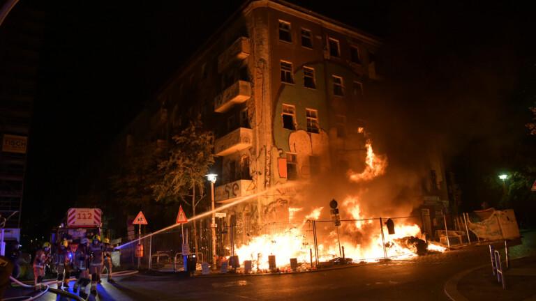 """""""Liebig 34"""" in Flammen - mögliche Brandstiftung - BZ Berlin"""