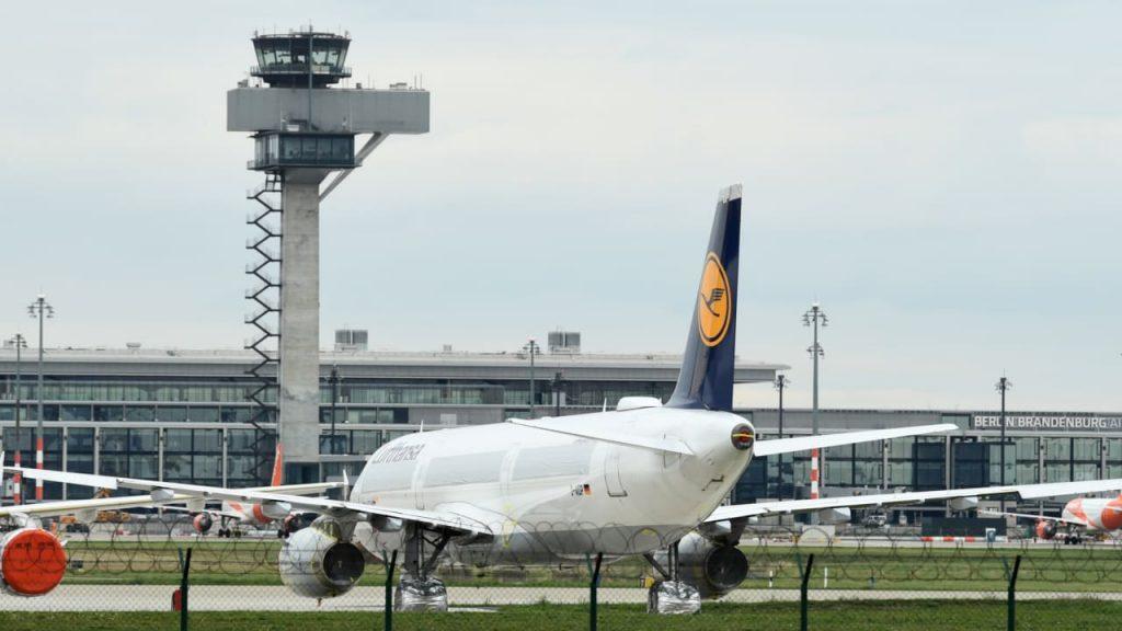 Lufthansa macht auch im Sommer Milliardenverlust