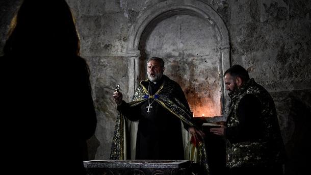 Pater Hovhannes: Er möchte in Berg-Karabach bleiben.  (Quelle: Getty Images / Alexander Nemenov / AFP)