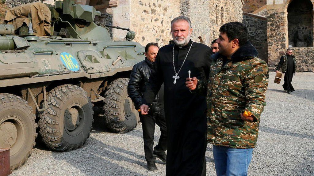 Armenier verlassen Berg-Karabach - aber ein Priester bleibt