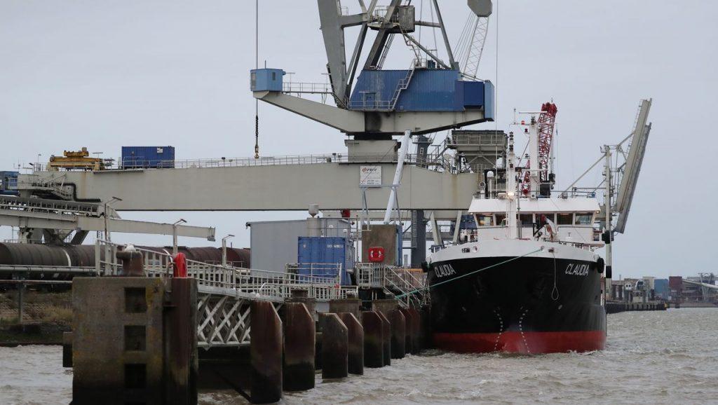 Atommüll: Castor Transportschiff legt in Nordenham an