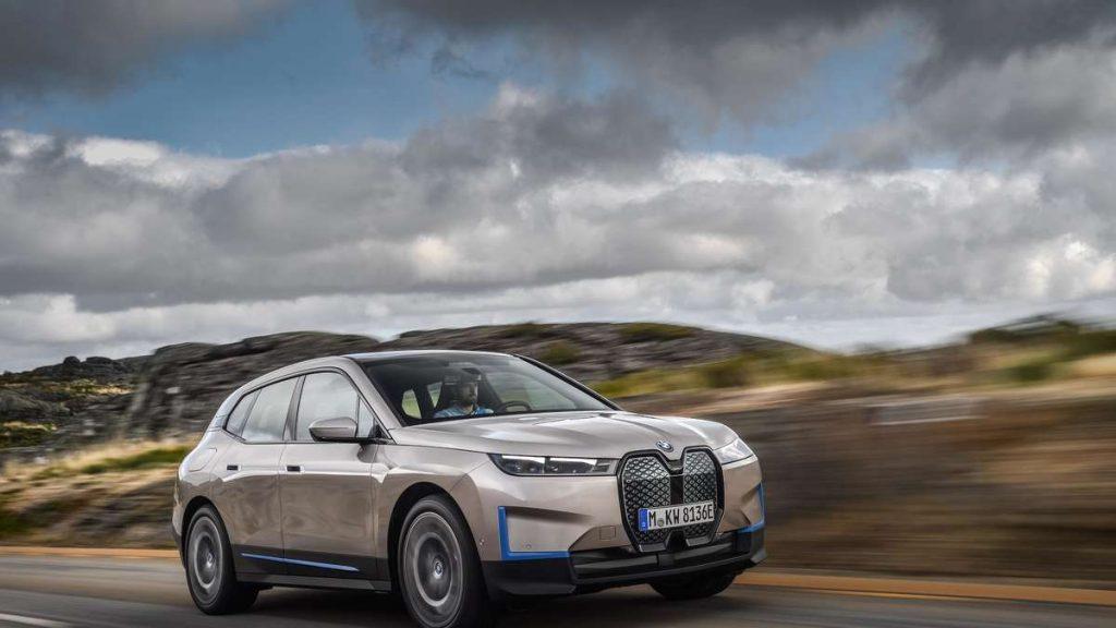 """BMW mit dem neuen """"Technologie-Flaggschiff"""" - dieser Bulle soll Tesla erschrecken"""