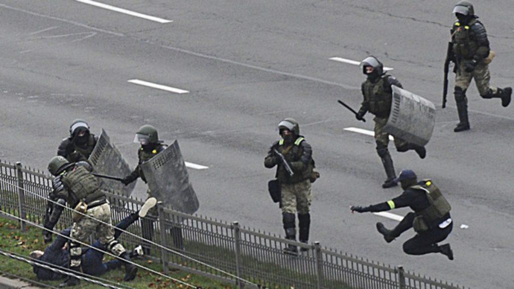 Betäubungsgranaten, Tränengas: Mehr als 1.000 Festnahmen in Belarus