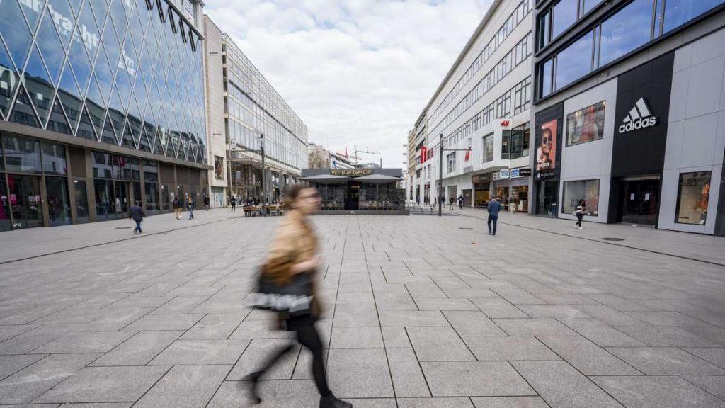 Corona-Krise in Frankfurt: Die ersten Geschäfte am Zeil verkürzen ihre Öffnungszeiten