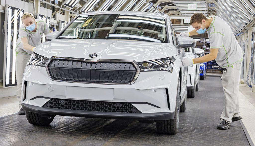 Der elektrische SUV Enyaq iV von Škoda rollt vom Band
