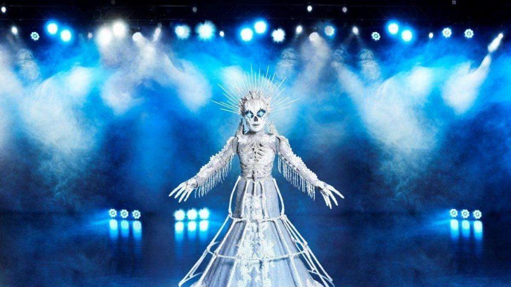 Die Maskierte Sängerin (ProSieben): Hat sich Sarah Lombardi als Skelett verraten?  Fans decken Missgeschick auf