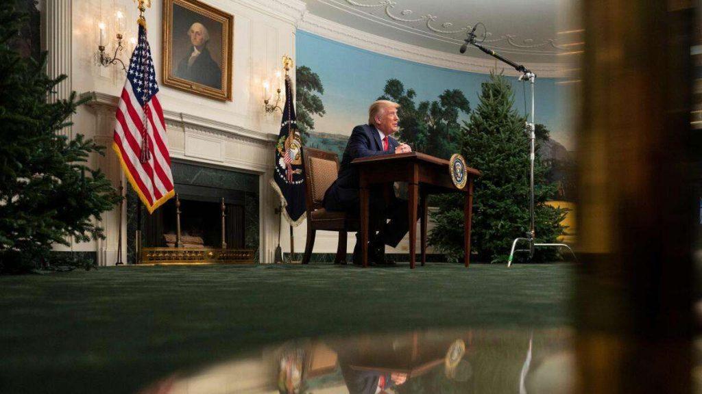 Donald Trump sitzt an Thanksgiving an einem Kindertisch: böser Spott über das Foto - der US-Präsident tobt