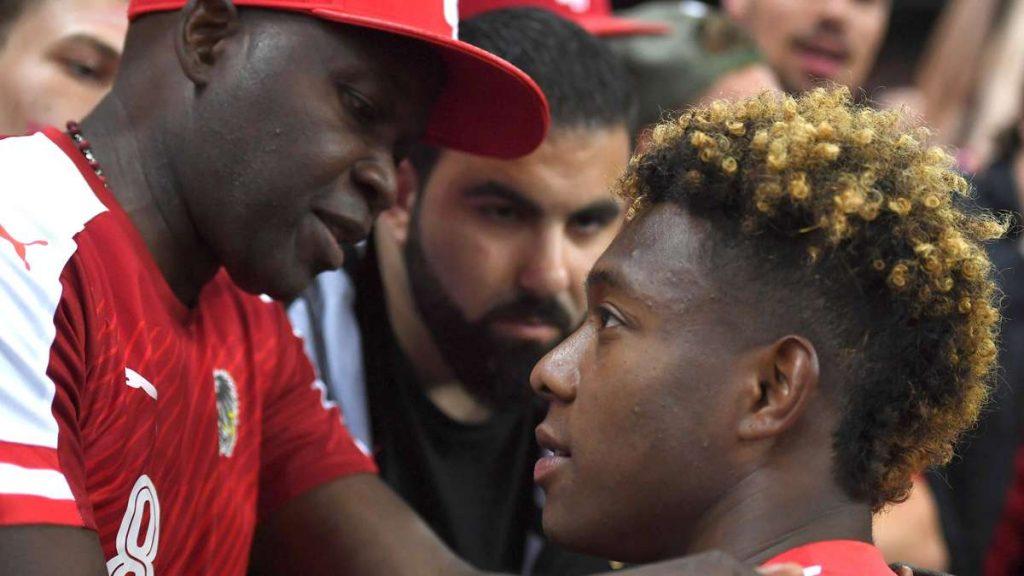 FC Bayern: David Alaba?  Das Chaos geht weiter - plötzlich packt Vater George aus