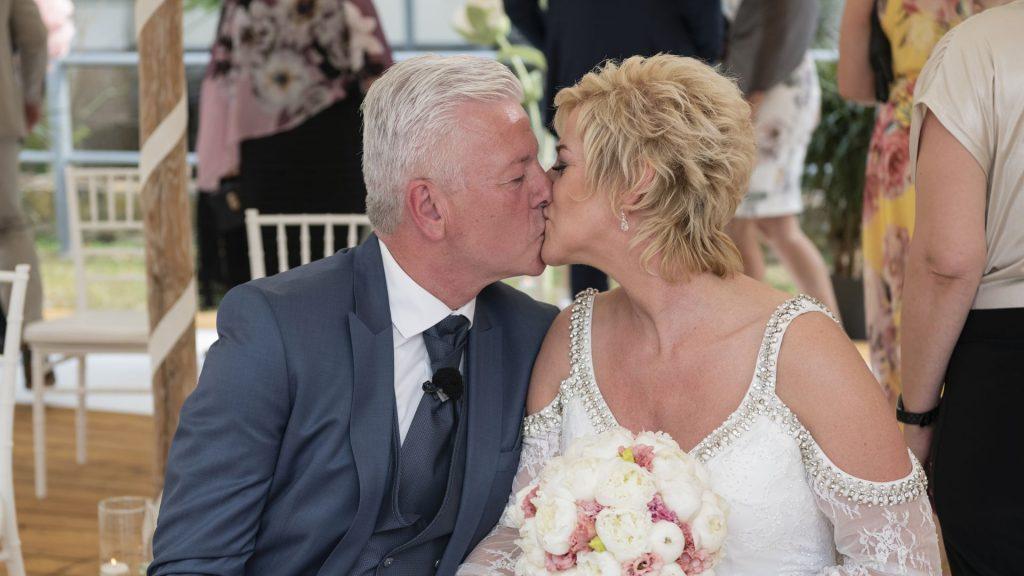 """Mit einem Kuss: Auch sie sagen ja zu """"Hochzeit auf den ersten Blick"""""""