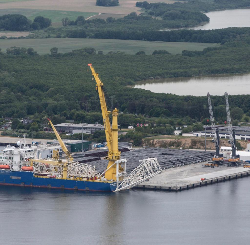 Hafen von Sassnitz / Mukran: Die Nordsee 2-Ostseepipeline ist nur 150 Kilometer entfernt
