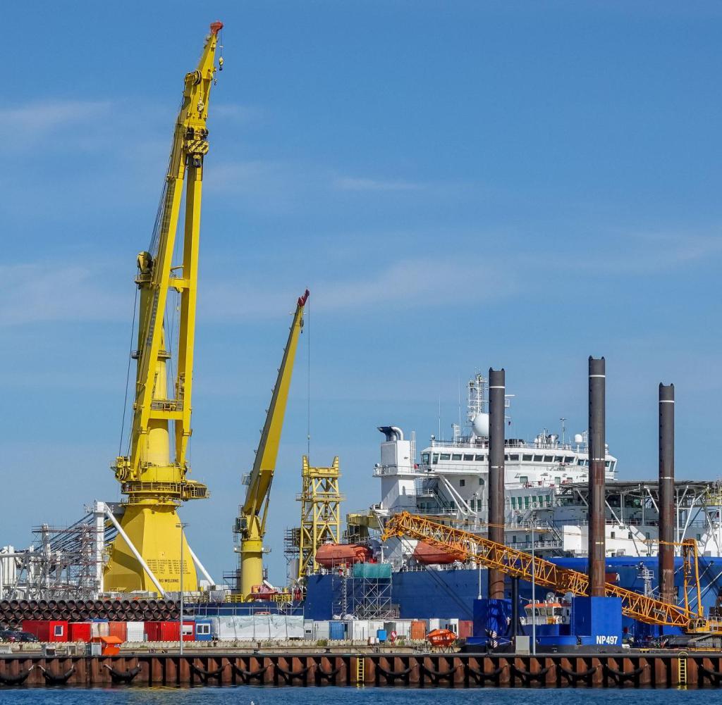 Die Akademik Cherskiy wartet seit Mai dieses Jahres auf den Pipeline-Einsatz im Hafen von Sassnitz
