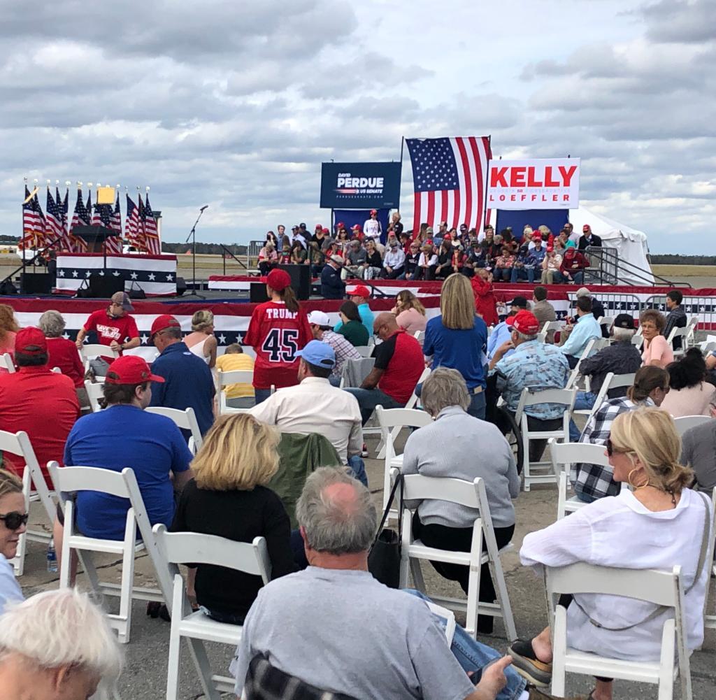 Hunderte von Trump-Fans besuchten eine Rede von Mike Pence in Savannah, Georgia