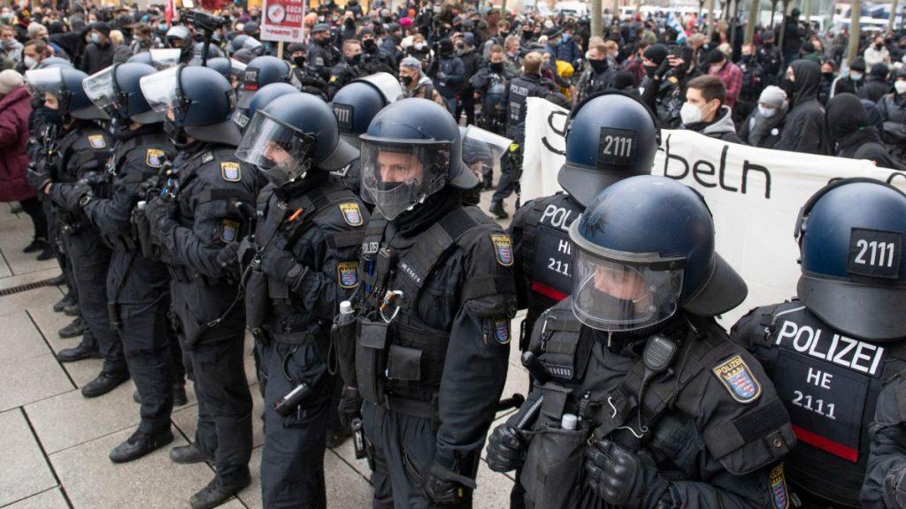 """Corona in Sachsen: Demonstrationen """"Über den Tellerrand hinaus denken"""" in Frankfurt und Dresden"""