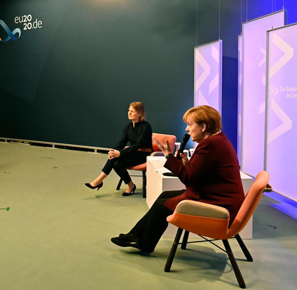 Merkel im Online-Dialog mit Studierenden