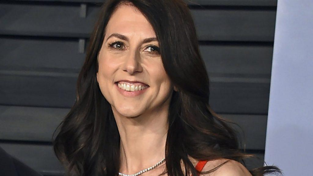 Amazon: Jeff Bezos Ex-Frau MacKenzie Scott spendet eine Milliarde Dollar - pro Monat - Wirtschaft