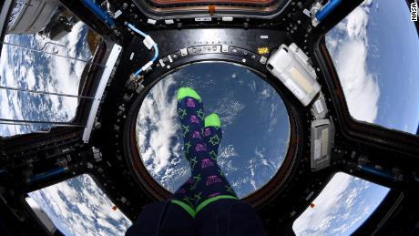 Meir zeigte seine Hannukah-Socken in der Kuppel.