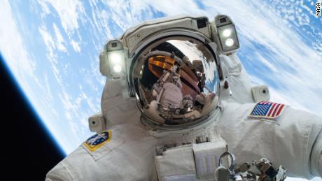 Menschen leben seit 20 Jahren auf der Raumstation