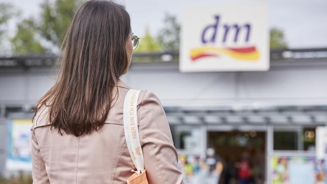 Aldi und Lidl sind führend: dm-Kunden können sich auf neue Dienstleistungen freuen