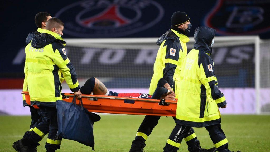 Ligue 1: Paris Saint-Germains Neymar muss unter Tränen vom Platz getragen werden