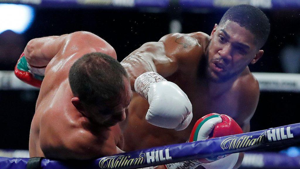 Weltmeistertitel erfolgreich verteidigt: Joshua schlägt Pulew hart nieder