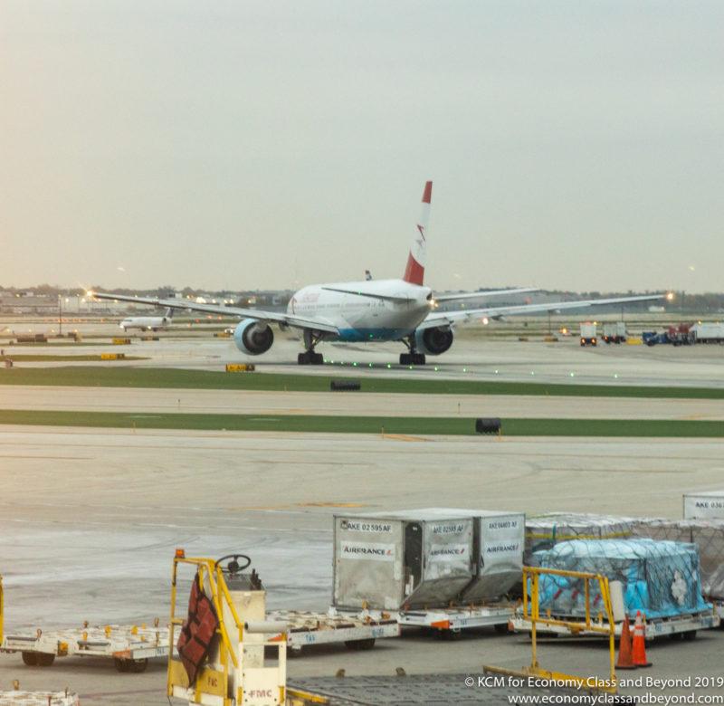 Austrian Airlines Boeing 777-20ER Abflug von Chicago O'Hare - Image, Economy Class und darüber hinaus