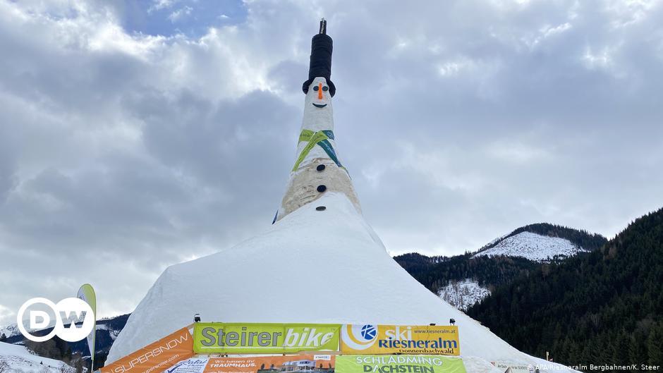 Österreich bricht Rekord für größten Schneemann der Welt    Nachrichten    DW