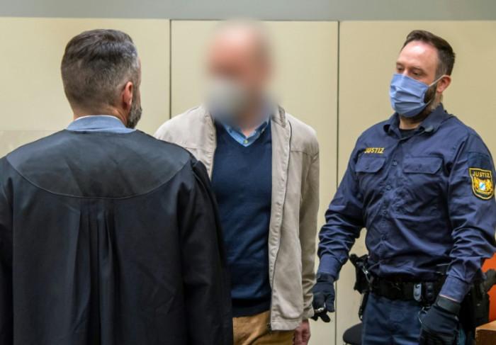 Aderlass Blutdoping-Arzt nach dem Prozess zu Gefängnis verurteilt