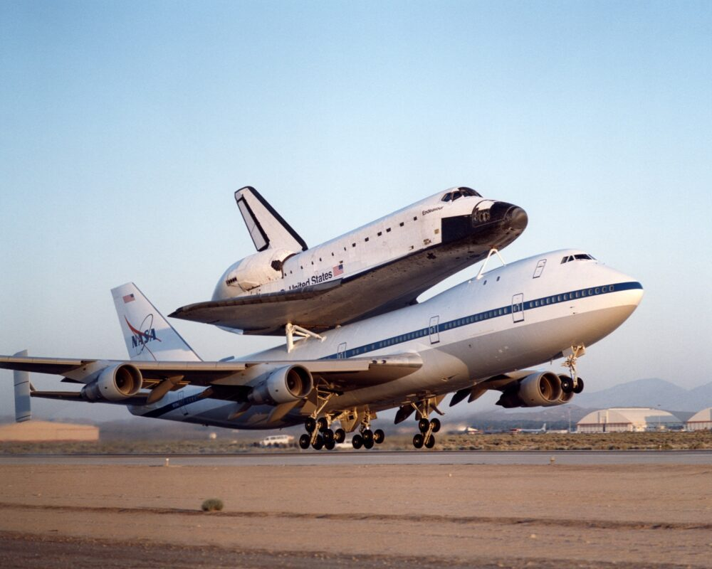 NASA 747 Shuttle Carrier mit Endeavour