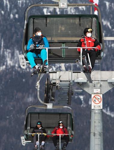 Das einst ski-verrückte Österreich spaltete sich auf gesperrten offenen Pisten