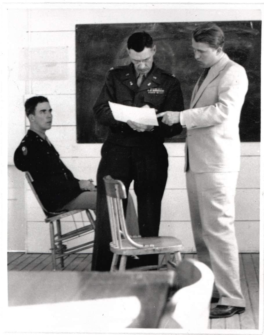 Von Braun (rechts) mit seinen amerikanischen Vorgesetzten
