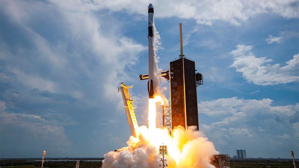 SpaceX verzögert den Start von 143 Satelliten mit einer einzigen Rakete